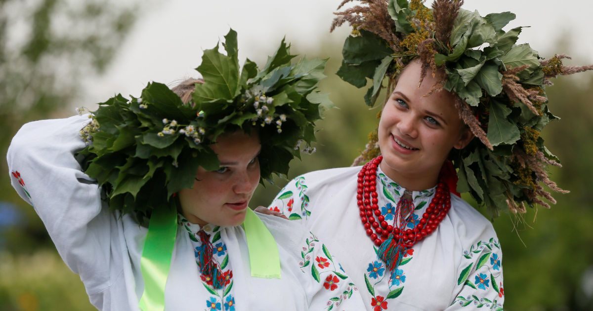 Стрибки через вогнище та плетіння вінків. Як у Києві святкували Івана Купала