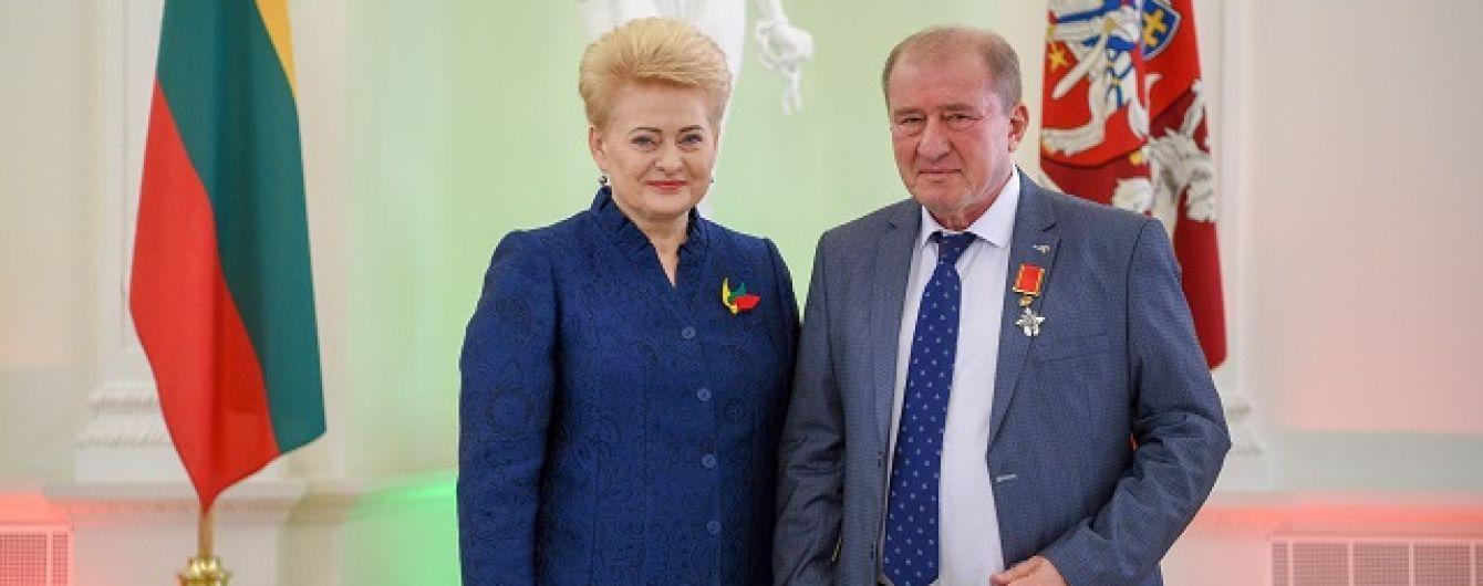 Грибаускайте наградила замглавы Меджлиса Рыцарским крестом Ордена за заслуги перед Литвой