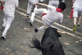 Кровь, рога и разъяренные животные: в Памплоне второй день продолжается экстремальный фестиваль с быками