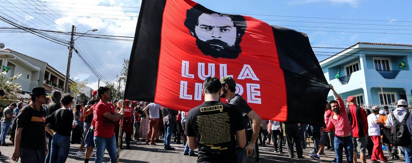 В Бразилии суд освободил из тюрьмы экс-президента и в тот же день отменил это решение