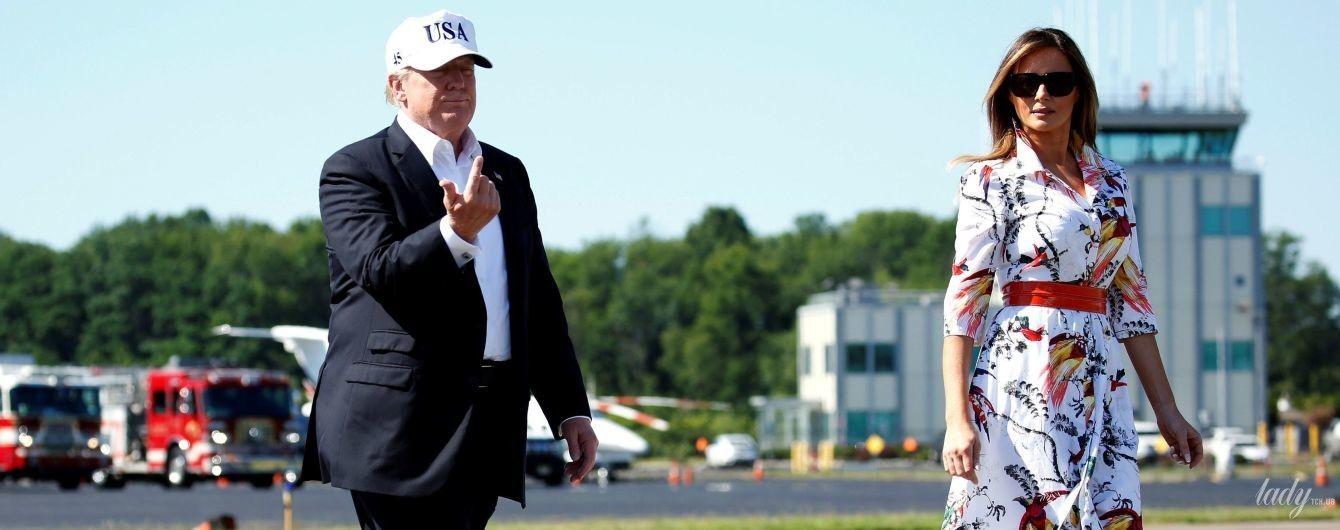 В платье-рубашке и питоновых лодочках: новый выход Мелании Трамп