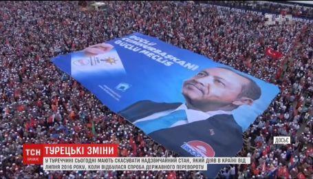 У Туреччині відсьогодні скасовують надзвичайний стан
