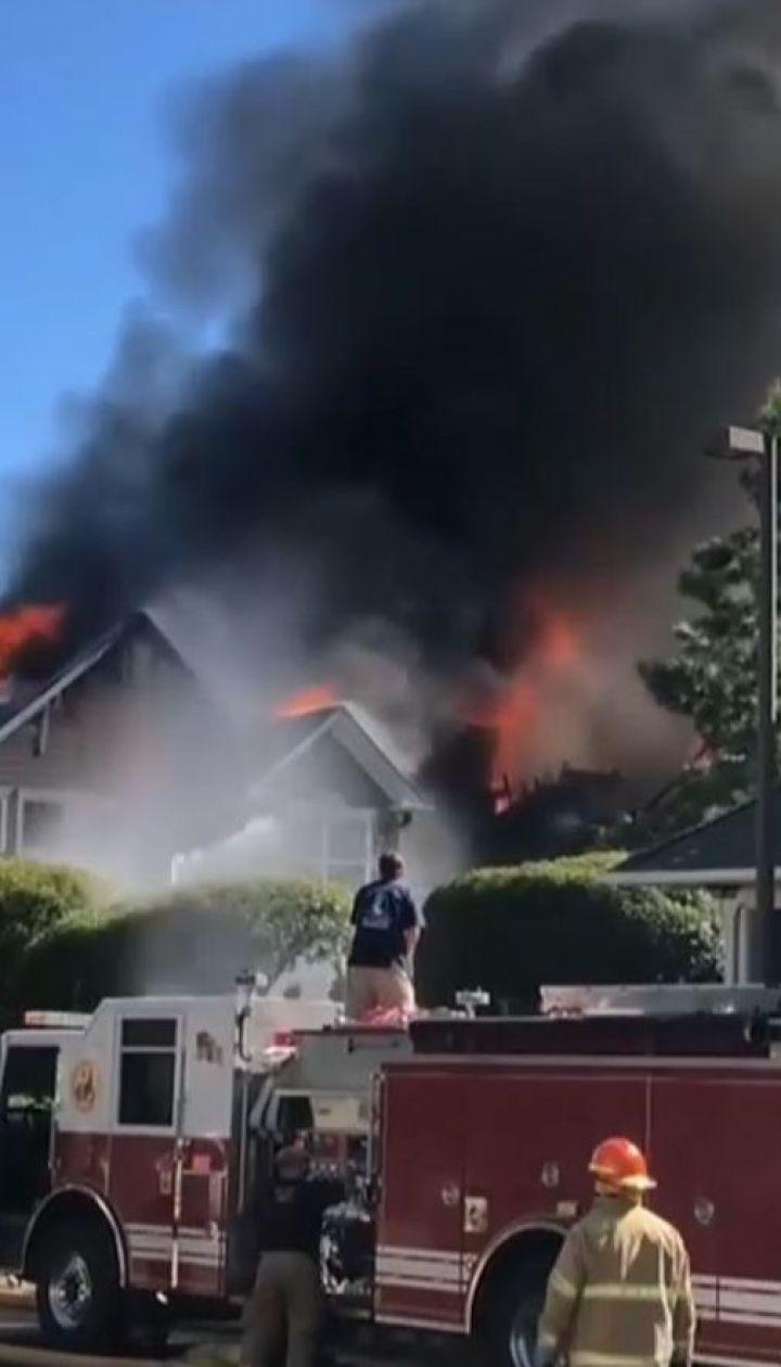 В штате Вирджиния вертолет врезался в жилые дома