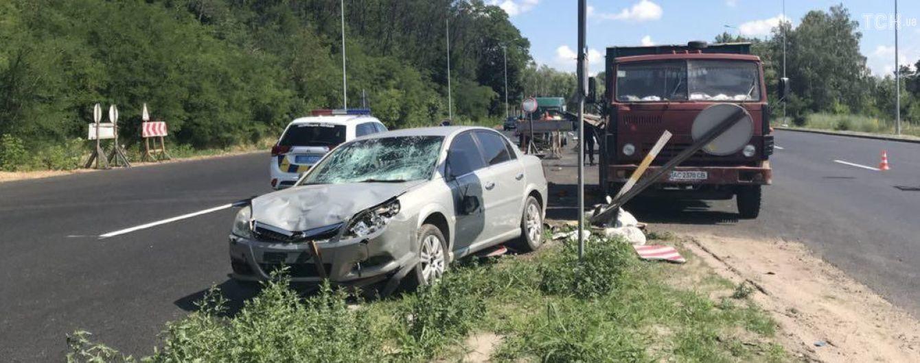 На Одеській трасі легковик збив на смерть дорожнього працівника