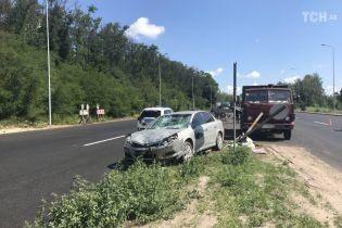 На Одесской трассе легковушка сбила насмерть дорожного работника