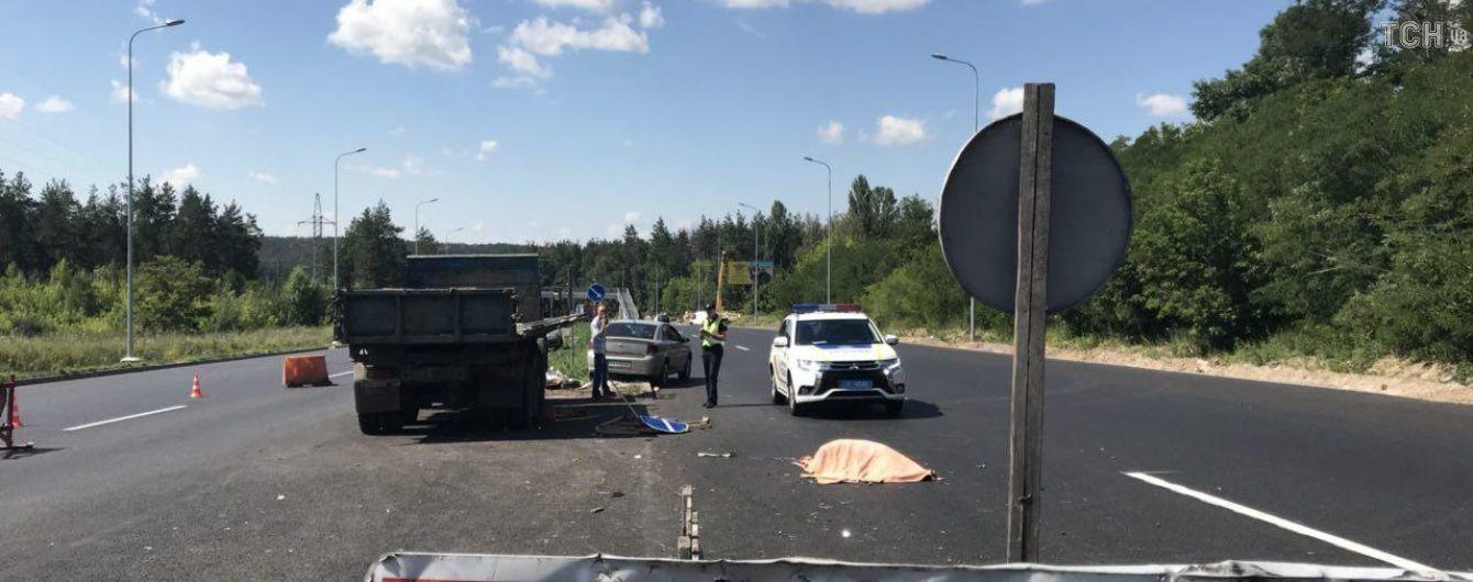 Гальмівного шляху немає: стали відомі подробиці дорожньої трагедії з ремонтниками під Києвом
