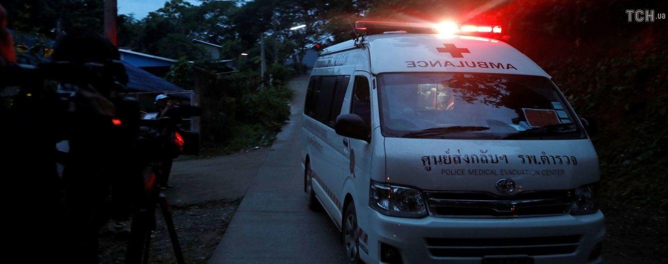 Родителям освобожденных из тайской пещеры детей до сих пор не позволили с ними увидеться