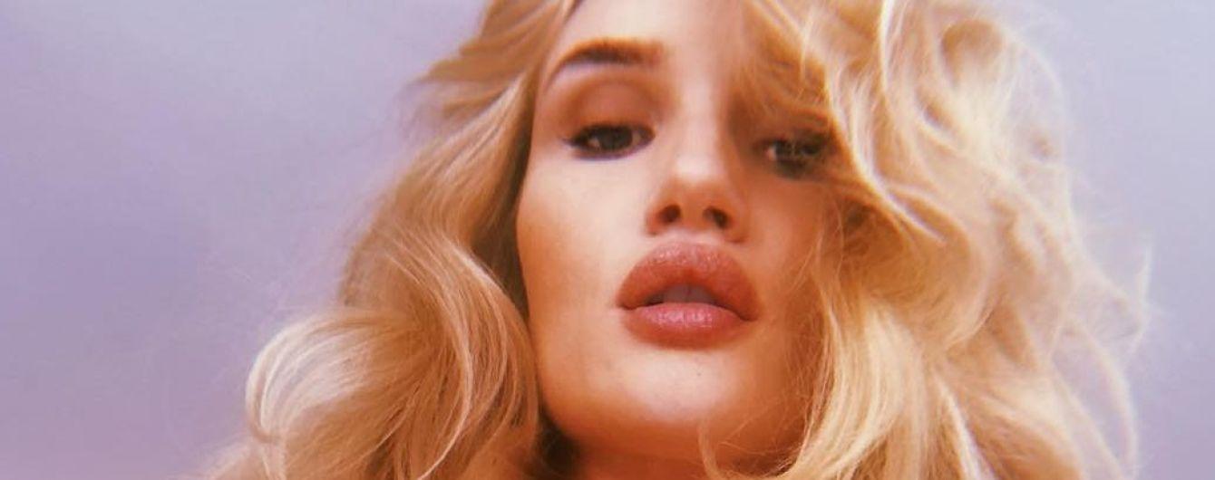 В сексуальних білизняних комплектах: Розі Гантінгтон-Вайтлі похвалилася фігурою