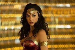 """Супергерой в реальности: Галь Гадот в образе """"Чудо-женщины"""" посетила детскую больницу"""