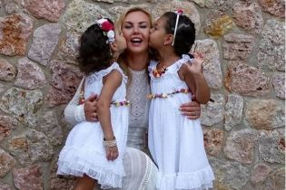 Камалия показала, как четырехлетние дочки танцуют под ее украиноязычную песню