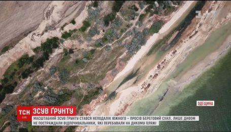 В Одесской области у моря произошел масштабный оползень
