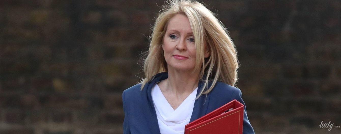 В кобальтовом костюме и на каблуках: эффектный образ Эстер Маквей министра труда Великобритании
