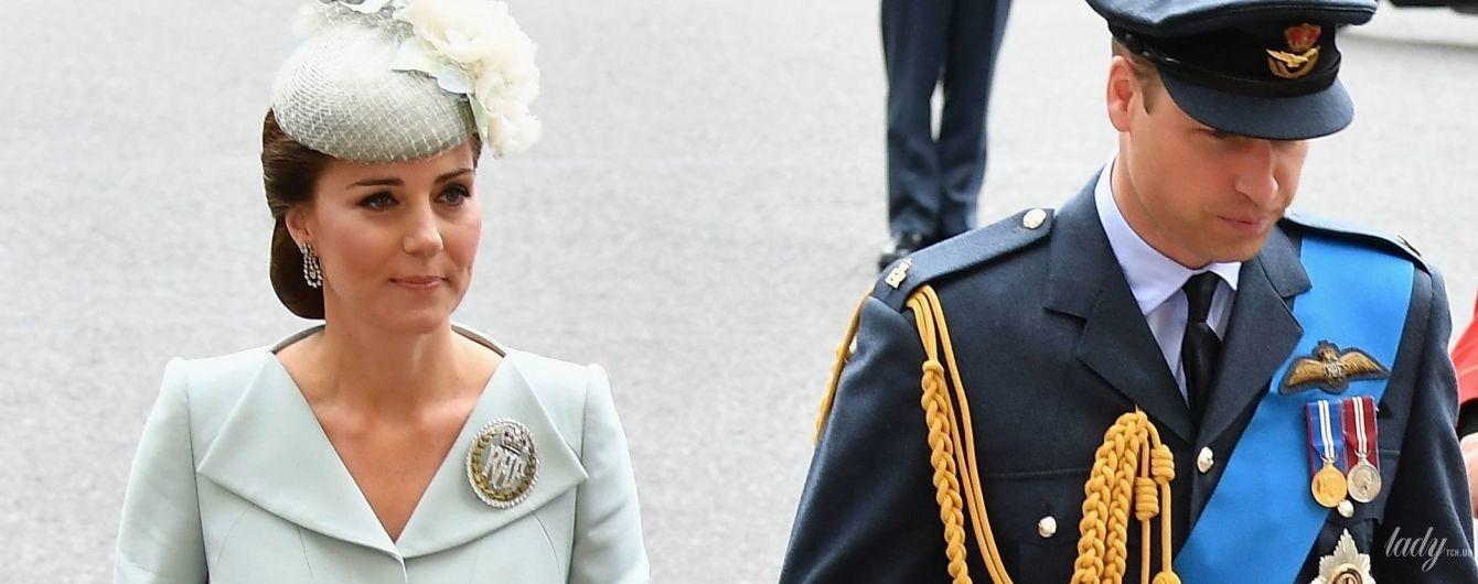 Выбрала классику: герцогиня Кембриджская приехала на парад в наряде от Alexander McQueen