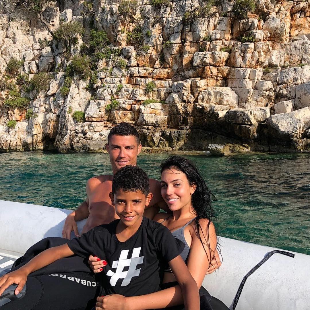 Роналду з сімєю