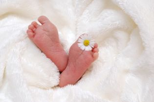 Американка родила тройню, но даже не подозревала, что беременна
