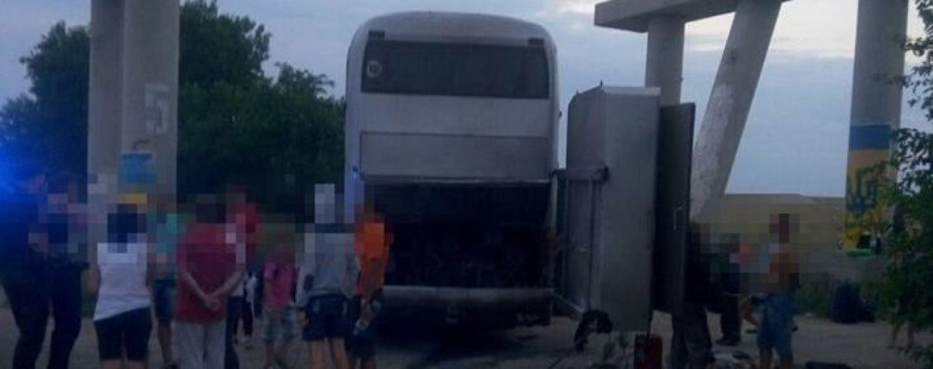 На Одещині загорівся екскурсійний автобус із півсотнею дітей