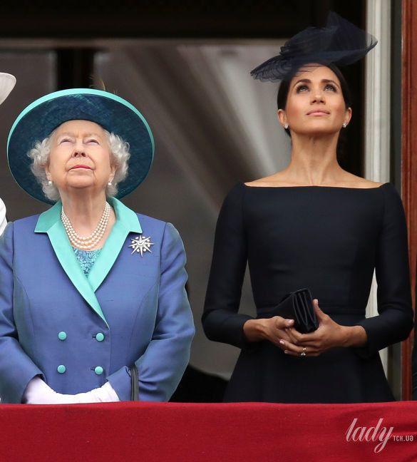 Британская королевская семья на балконе Букингемского дворца_4