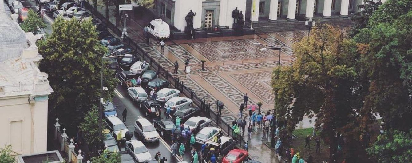 """Центр Киева заблокирован масштабной акцией протеста владельцев """"евроблях"""""""