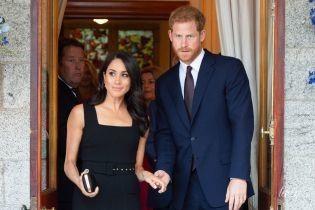 Знову в чорній сукні: герцогиня Сассекська Меган з принцом Гаррі відвідали садову вечірку в Ірландії