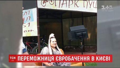 """Переможниця """"Євробачення"""" Нетта Барзилай завітала до Києва"""