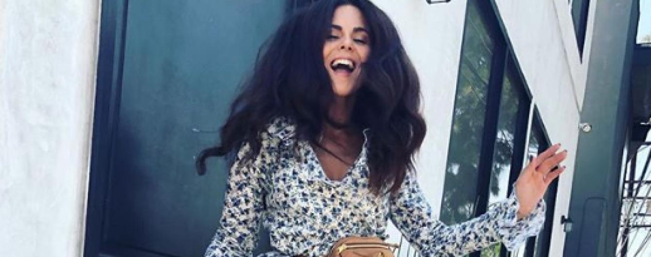 В мини-платье с рюшами и цветочным принтом: Настя Каменских показала романтичный образ