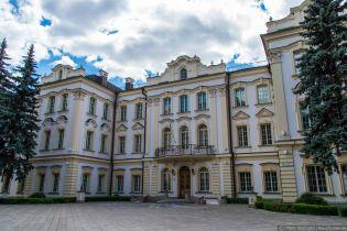 Суддів Верховного суду України не пускають на робочі місця і змушують писати заяви