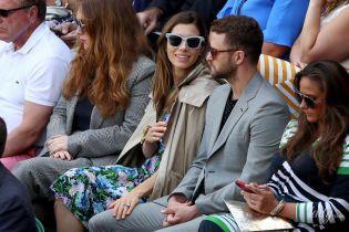 В цветочном платье и в компании мужа: Джессика Бил на Уимблдонском турнире