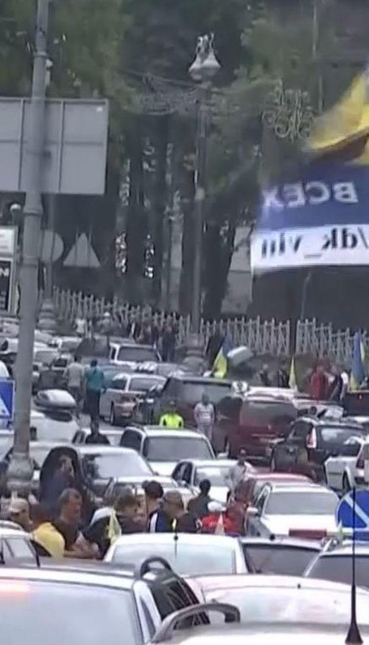 """Власники """"євроблях"""" заблокували рух у центрі столиці"""
