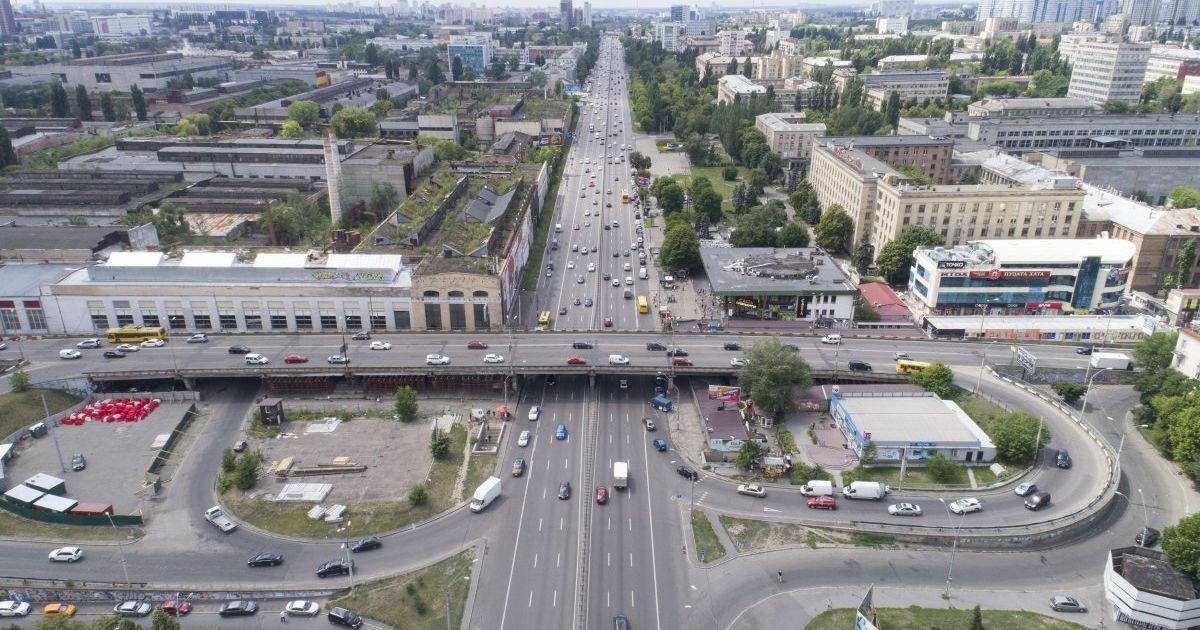 Поки що закрили лише два з їзди - з вулиці Вадима Гетьмана на проспект  Перемоги та з їзд ... f0482dee62b22