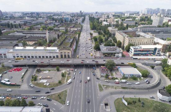 """Міст, що """"втомився"""". У Києві через ремонт обмежили рух Шулявським шляхопроводом"""