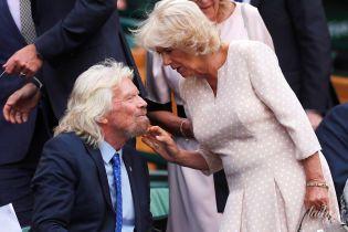 В компании миллиардера: герцогиня Корнуольская Камилла в красивом платье посетила Уимблдон