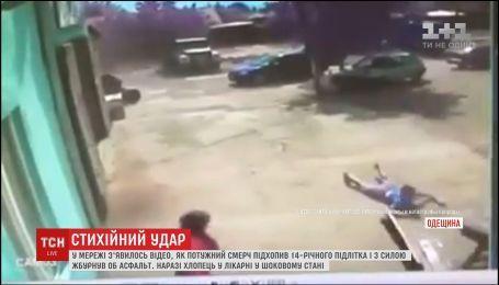 Мощный смерч подхватил 14-летнего парня на Одесщине