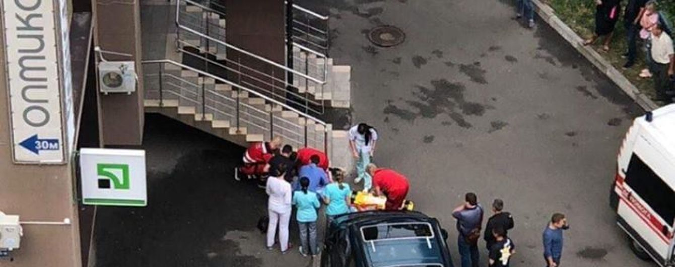 У Києві із вікна будинку випала 7-річна дитина