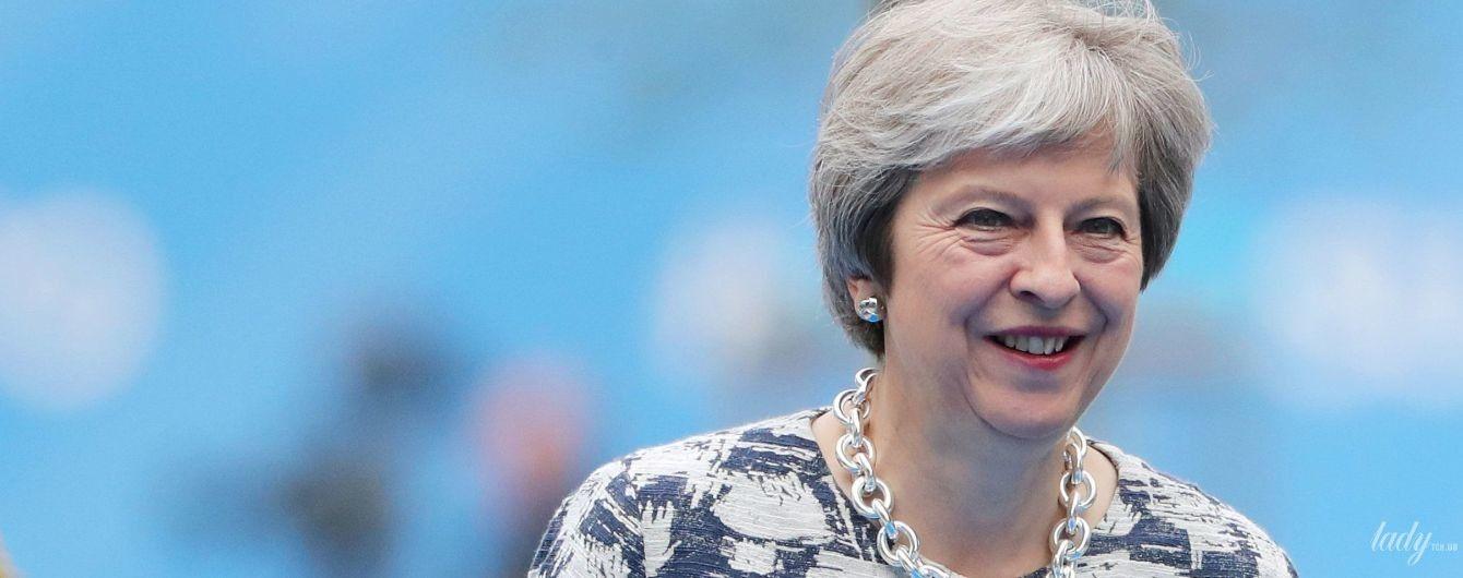 В красных лодочках и любимом ожерелье: Тереза Мэй на саммите НАТО