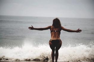 Ще ого-го: 51-річна Голлі Беррі в бікіні показала підтягнуту фігуру