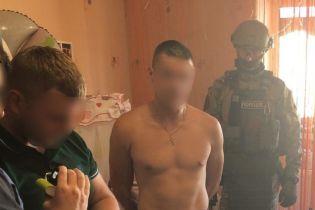 Полиция расширила обвинения против мужчины, который снимал порно с 8-месячной дочкой