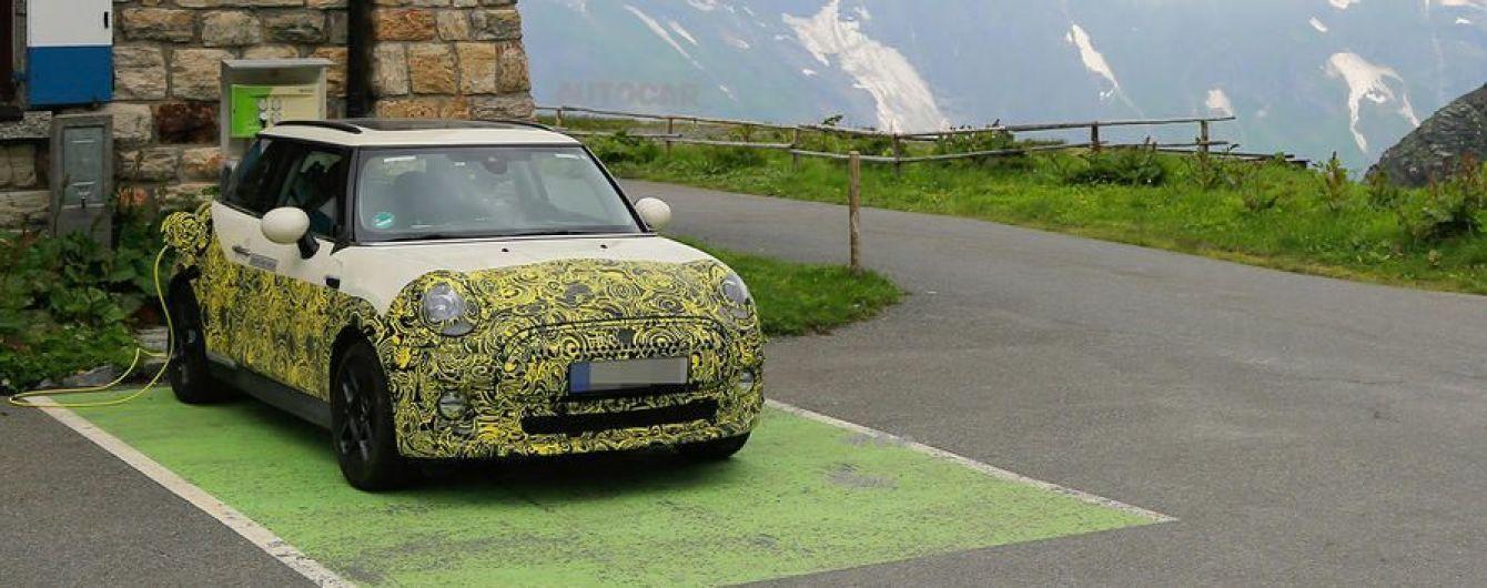 Mini Electric випробовують альпійськими горами