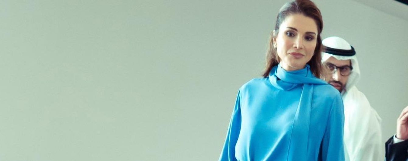 Как всегда, эффектная: королева Рания в красивом наряде сходила в Лувр