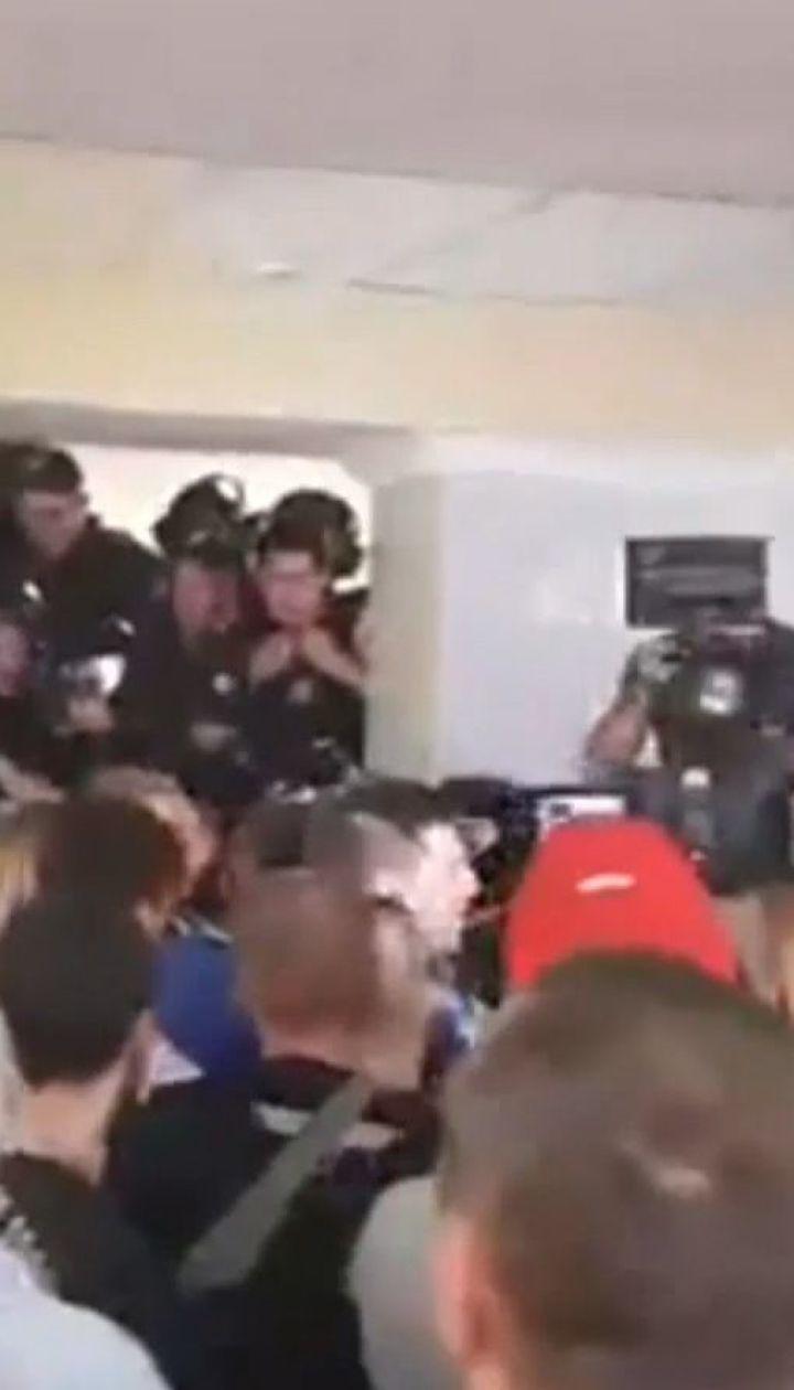 В Киевсовете произошли столкновения из-за повышения тарифов на проезд