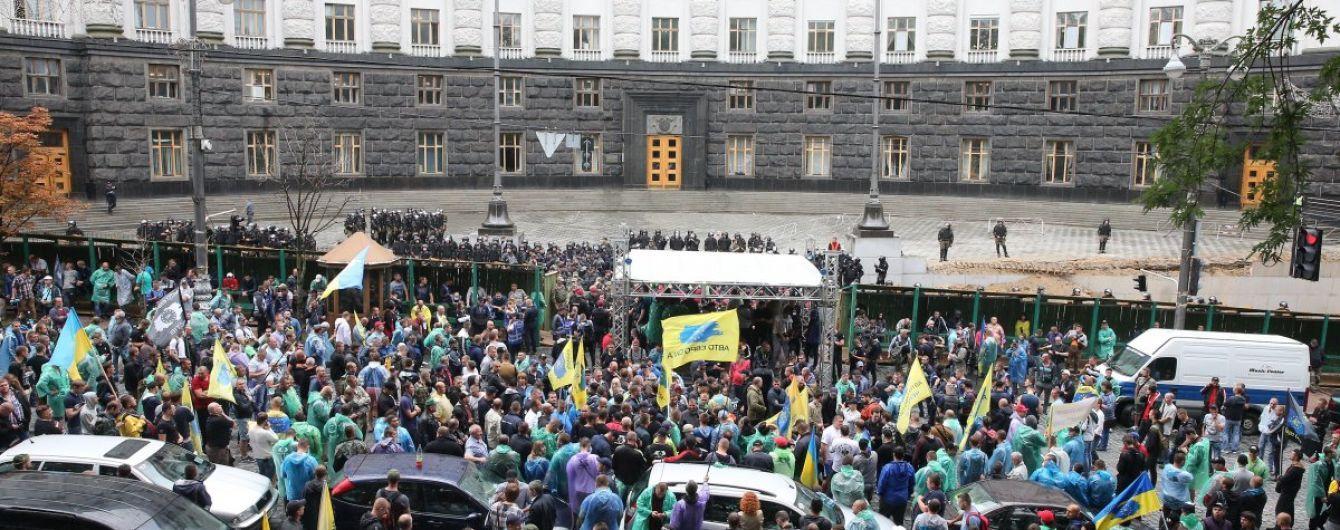 """""""Вам наср*ть на нас?"""" Активисты """"АвтоЄвроСили"""" задержали сына Порошенко"""