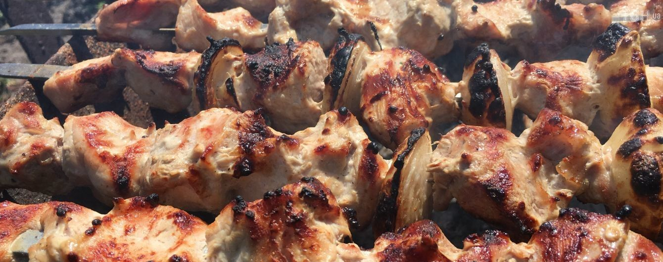 Яд вместо еды в жару: что из привычных продуктов угрожает здоровью украинцев летом
