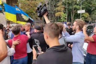 В центре Киева подрались нардеп, министр Насалик и глава профсоюза горняков