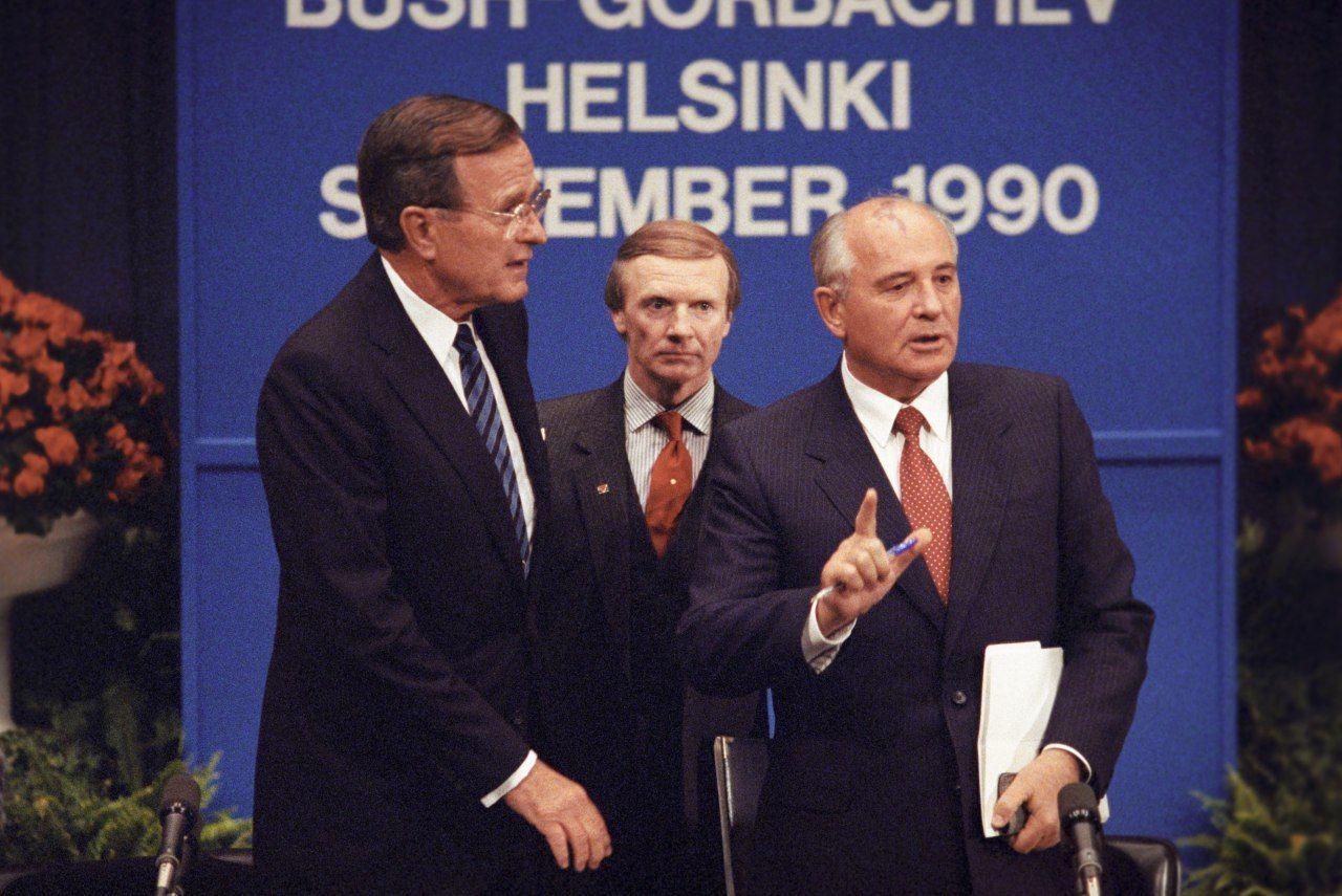 Буш-старший, Горбачов
