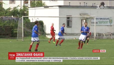 Болельщики из 13 стран приняли участие Международном футбольном турнире