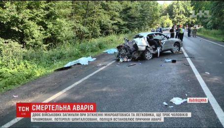 Двое военных разбились при столкновении микроавтобуса и легковушки под Львовом