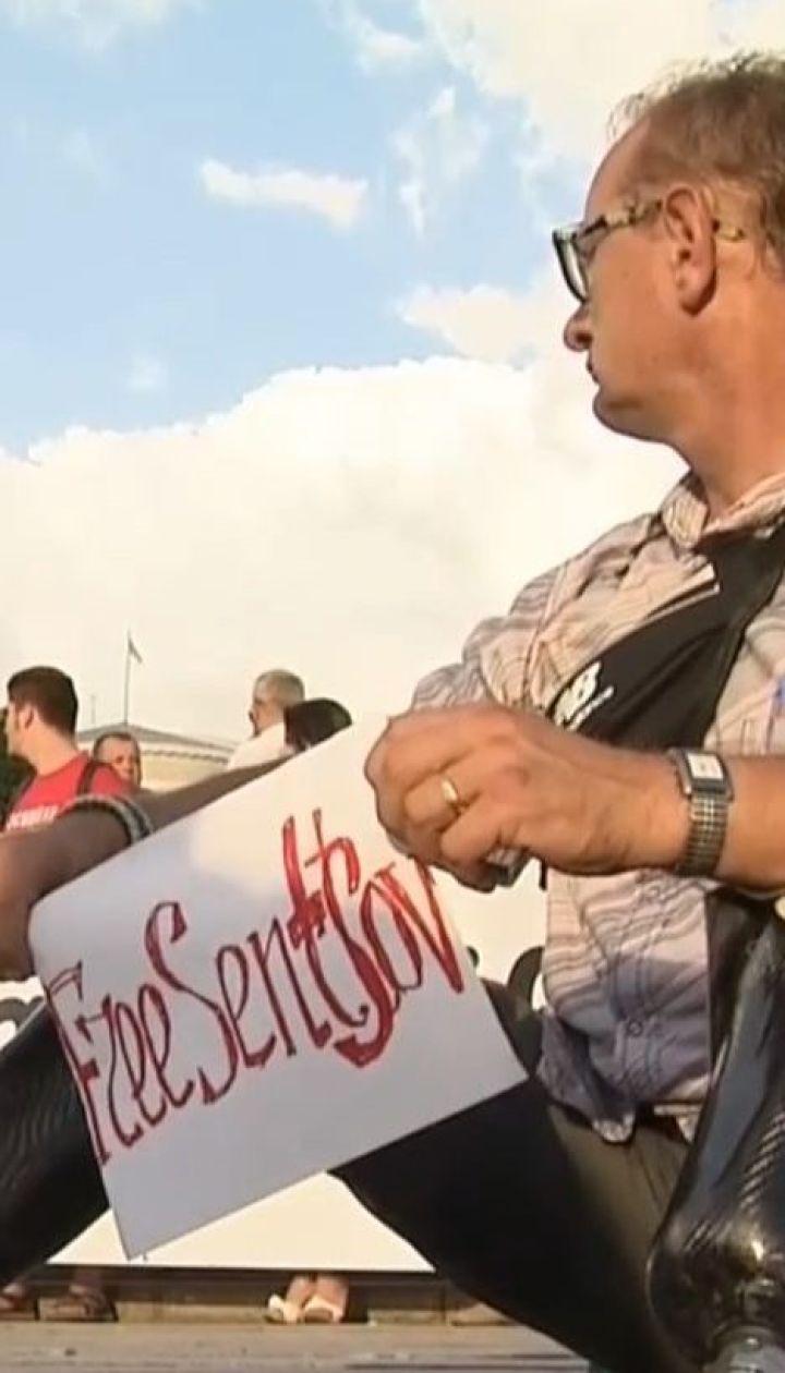 Небайдужі влаштували акцію у центрі Києва на підтримку Олега Сенцова