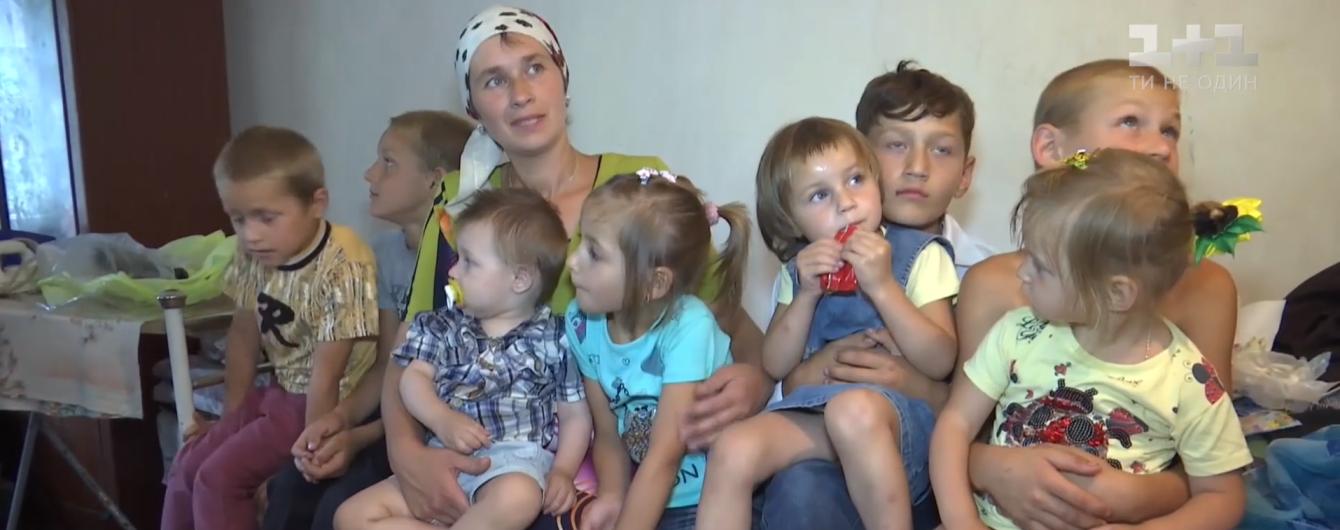 Рекордні хрестини: на Житомирщині мати вирішила одночасно похрестити одразу вісьмох дітей