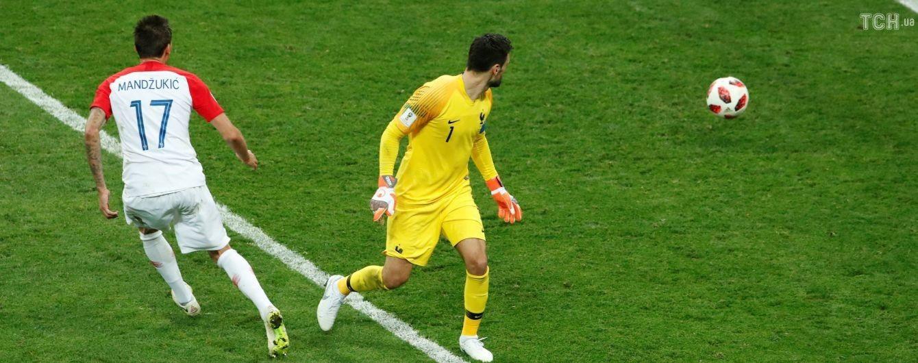 Ляп у фіналі. Як голкіпер збірної Франції привіз гол у свої ворота