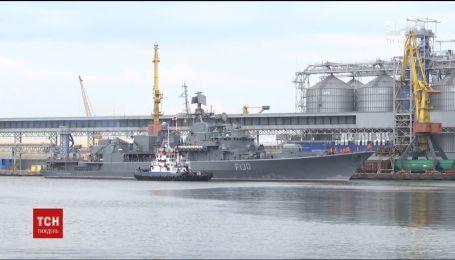 Захоплення Азовського моря: військові кораблі Росії за чотири милі від українських пляжів