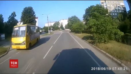 В Ивано-Франковске хулиганы забросали камнями общественный транспорт